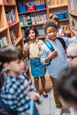 little kids in library