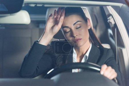 Fatigué de femme en voiture