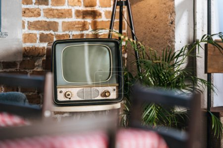 vintage tv with blank screen in 50s style interior