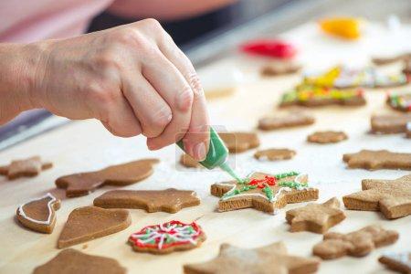 Icing Christmas cookies