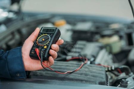 Automechanic using digital multimeter
