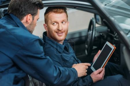 Car mechanics using digital tablet