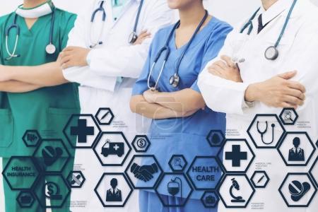 Photo pour Assurance santé Concept - médecin à l'hôpital avec l'assurance lié icônes dans l'interface graphique moderne montrant le symbole de la personne de soins de santé, économie d'argent, un traitement médical et avantages. - image libre de droit