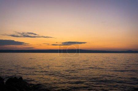 Photo pour Coucher du soleil ou lever de soleil au paysage de la plage de l'océan. Fond de nature. - image libre de droit